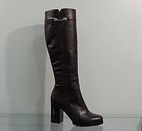 Модные кожаные зимние сапоги на каблуке коричневые