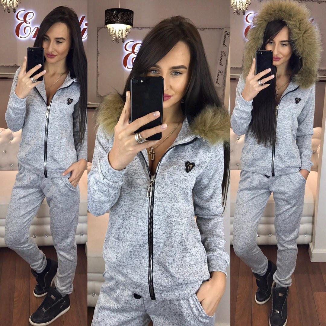 Стильный женский спортивный костюм утепленный, с натуральным мехом на  капюшоне, серый - Модный гардероб a4cbf5f81ed