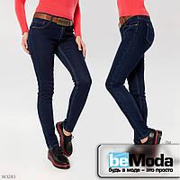Элегантные джинсы женские на флисе Lady N без потертостей зауженного кроя с ремнем в комплекте темно-синие