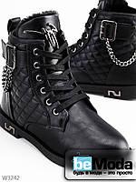 Стильные утепленные ботинки женские Wonex Black из экокожи со вставками стеганной экокожи и украшением из металлических цепочек черные