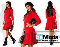 Привлекательное женское платье из дайвинга с заниженной расклешенной юбкой и вставкой на спинке из гипюра красное