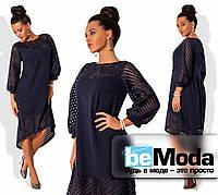 Нарядное женское платье свободного кроя с удлиненной спинкой и декоративными вставками из прозрачной сетки-неопрен темно-синее