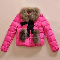 Короткая куртка с потайной застежкой и меховой отделкой
