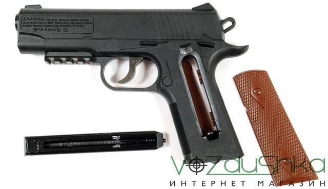 пневматический пистолет кольт 1911 со снятой накладкой и магазином