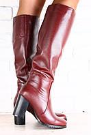 Женские кожаные сапоги-европейка на высоком устойчивом каблуке цвет марсала