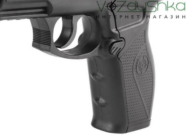 Пистолет c11 вид на спусковой крючок и кнопку выброса магазина