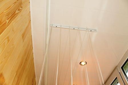 начинаем устанавливать бельевую сушку на балкон