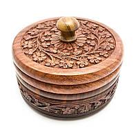 Круглая деревянная шкатулка резная