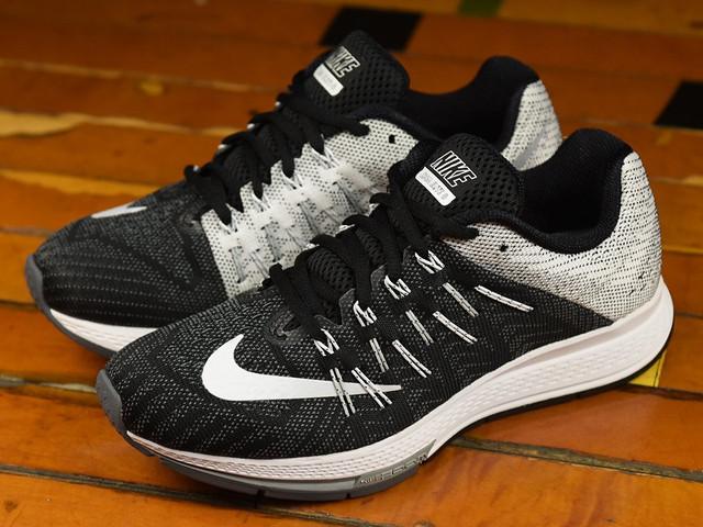 2ec45450 Верх кроссовок, выполнен из знаменитого материала Flymesh и усилен нитями  Flywire. За счет элемента Nike Zoom Air, расположенного под передней частью  стопы, ...