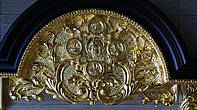 Золочение сусальным золотом резьбы и рам домашнего иконостаса.