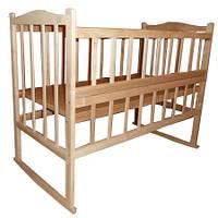 Кроватка КФ с откидной боковинкой, качалкой, колёсиками, фигурной спинкой