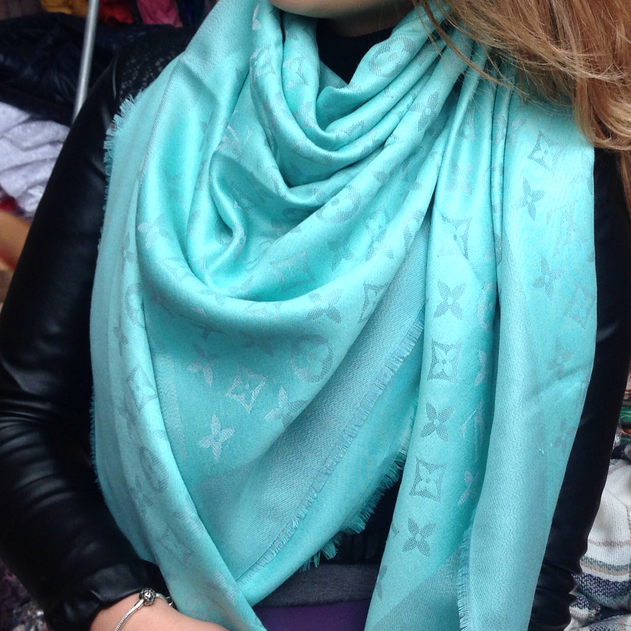 Шарф платок женский в стиле Louis Vuitton с люрексом - Модные вещи оптом и  в розницу 7dcdf2d6741