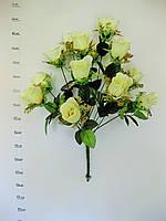 Б. Бутоны роз золотая корзинка