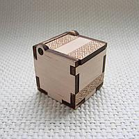 Подарочная коробочка с орнаментом