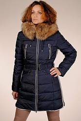 Теплый женский натуральный синий пуховик на гусином пуху с капюшоном с мехом енота SNOW CLASSIC скидка