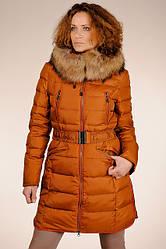Теплый женский натуральный терракотовый пуховик на гусином пуху с капюшоном с мехом енота  SNOW CLASSIC скидка