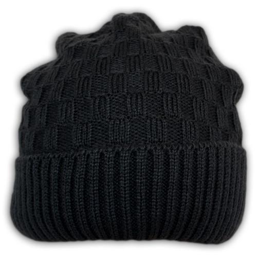 Вязаная шапка с защипом
