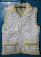 Зимняя жилетка на овечьей шерсти с карманами - белая
