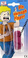 Палец порезанный с булавкой