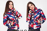 Женская стильная куртка Philipp Plein с военным принтом красная, фото 1