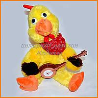 Поющая игрушка Цыпленок играет на гитаре 43 см