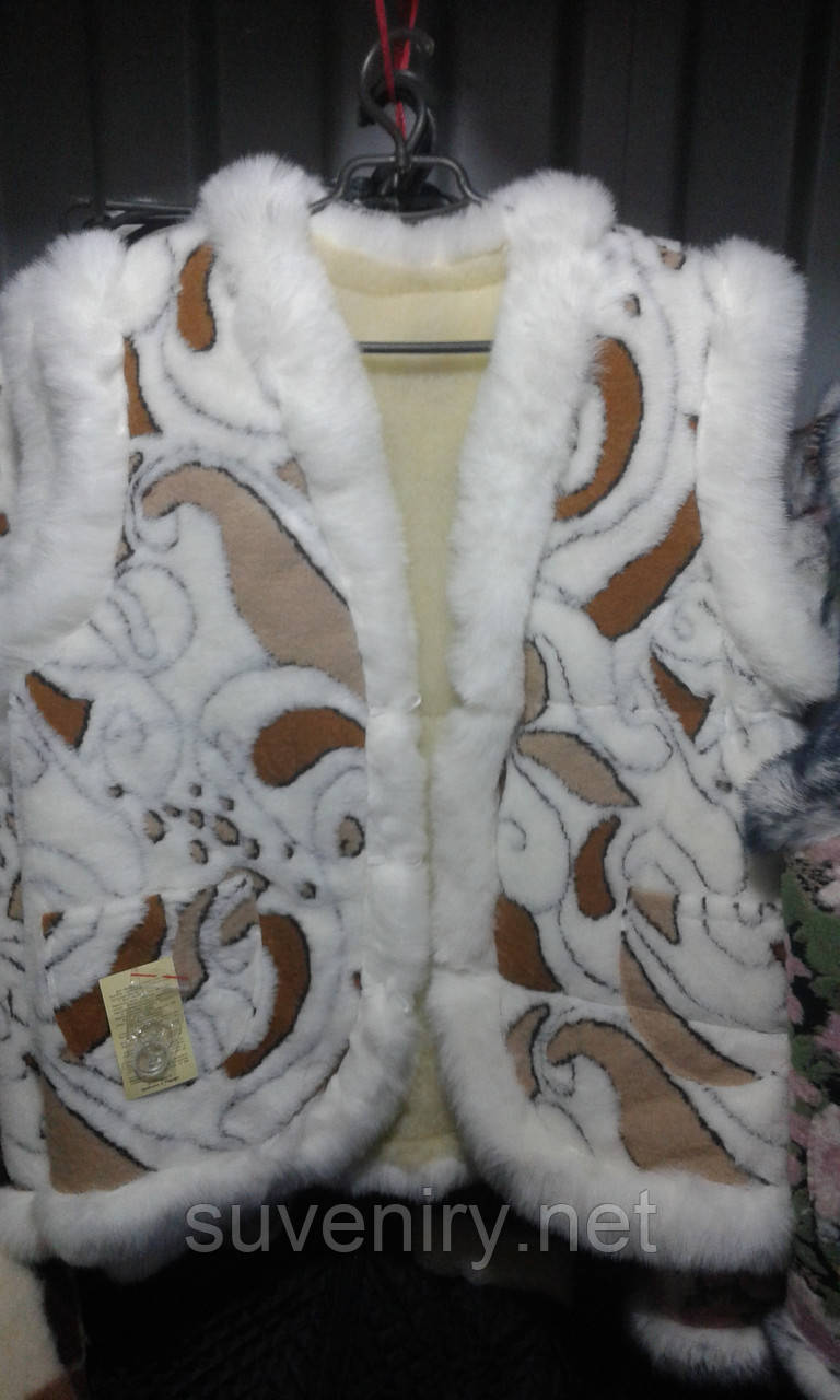 Теплая жилетка из овечьей шерсти женская