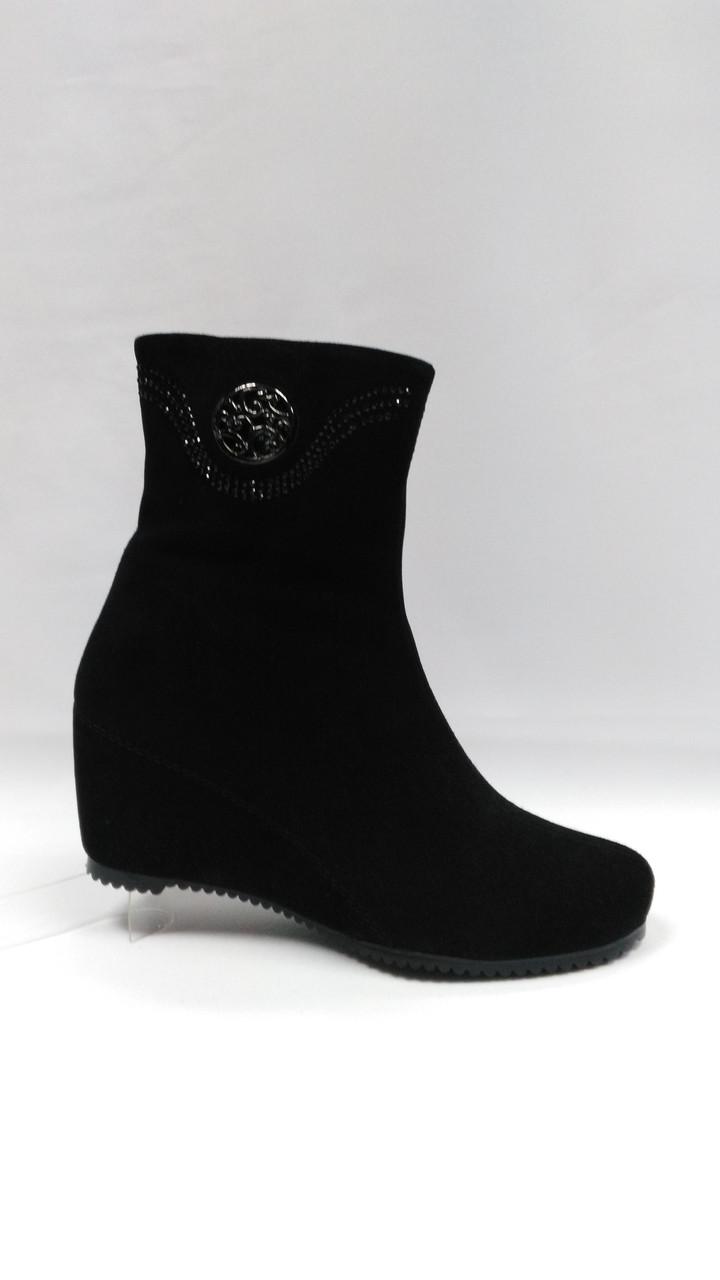 Черные замшевые ботинки  Еrisses на танкетке. Ботильоны.  Маленькие размеры.