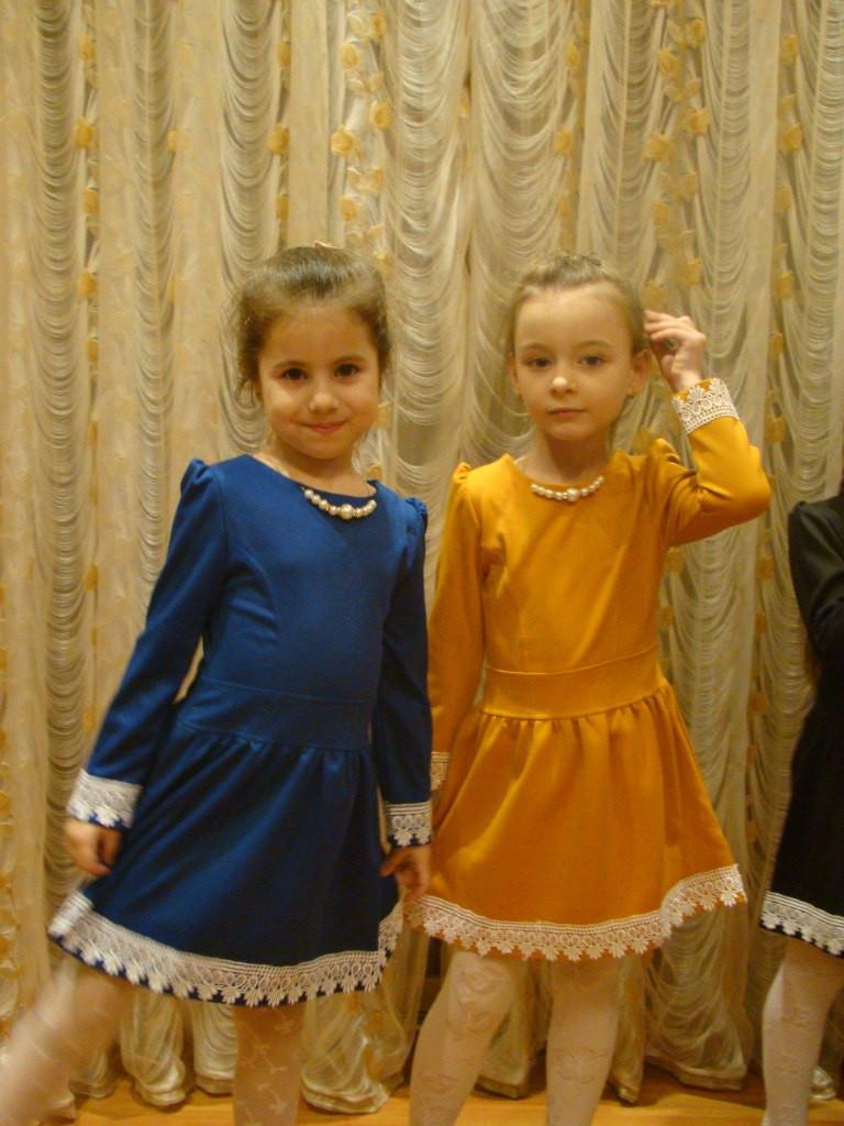 """Детское трикотажное платье """"Камилия"""" с кружевом и длинным рукавом (2 цвета)"""