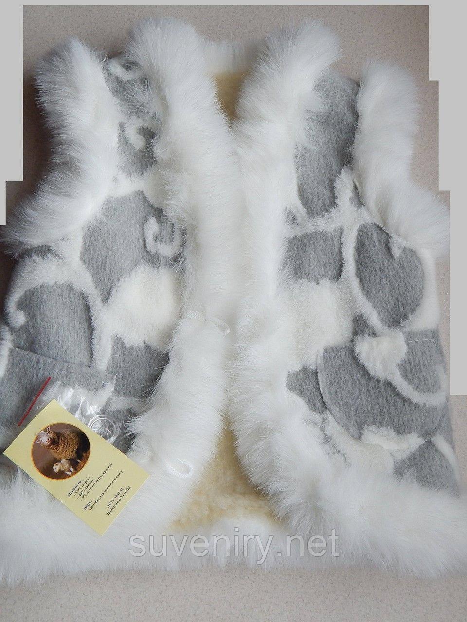 Очень красивая детская жилетка из овечьей шерсти
