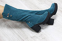 Зимние натуральные замшевые сапоги с молнией по всей длине на удобном каблук изумрудного цвета