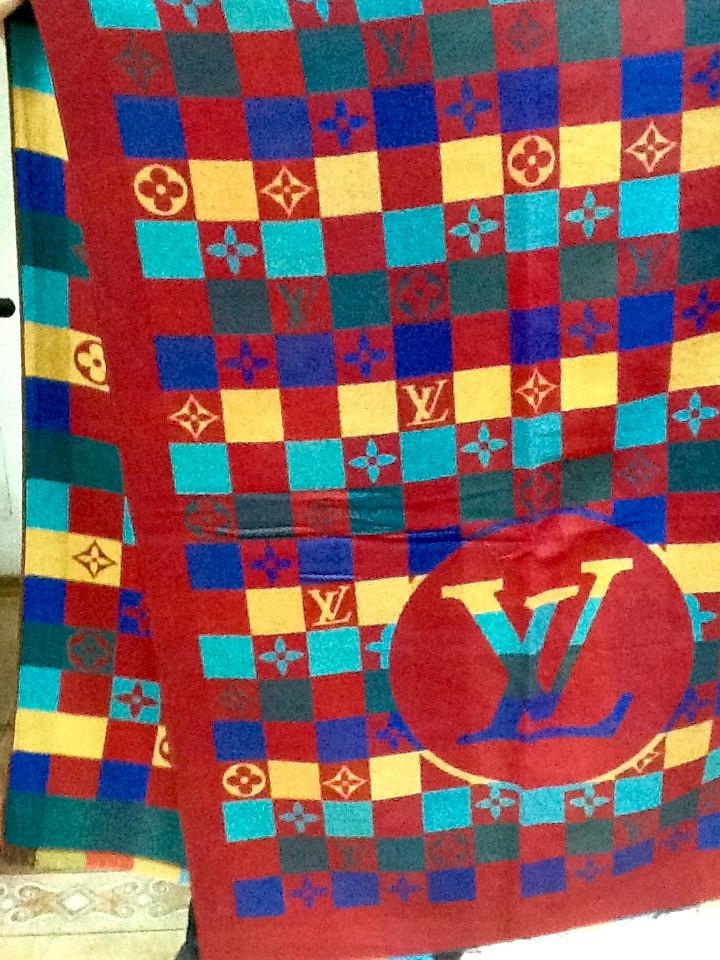 Палантин Louis Vuitton кашемировый .