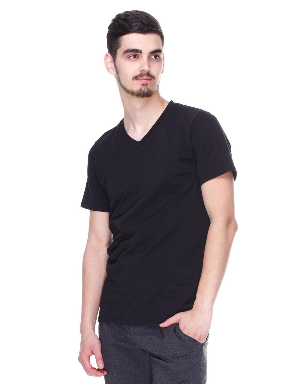 Модная футболка черная, мыс