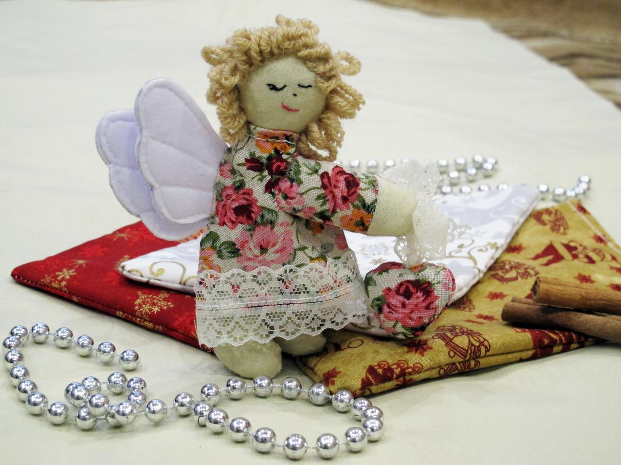 Ангелочек из ткани.