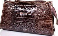 Красивая женская косметичка из лакированной кожи с тиснением под крокодил DESISAN SHI065-581 коричневый