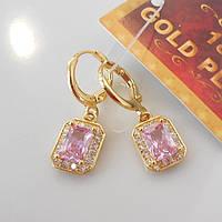 Серьги с розовым камнем  желтое  золото 18К штамп прямоугольник розовый