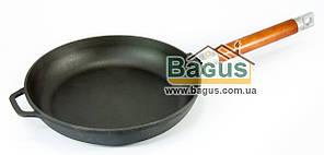 Сковорода чугунная 24х4,5см с деревянной съемной ручкой, посуда чугунная Биол (0124)