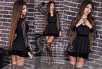 Короткое черное женское платье с гипюром