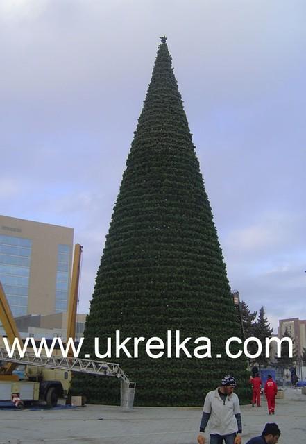 Подтверждение качества сборки и надежность конструкции высотных искусственных елок компании УкрЕлка