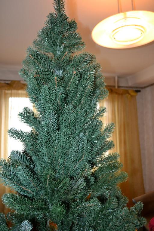 Искусственная елка Кремлевская 2.10. Фото елочки вживую необработано!