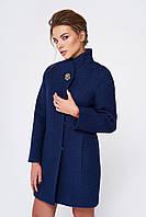 Укороченное пальто с брошью тёмно синего цвета