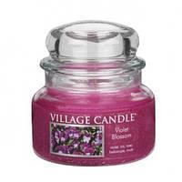 """Ароматическая свеча в стекле Village Candle """"Фиолетовый цветок"""". 315 гр/ 55 часов"""