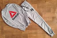 Мужской серый спортивный костюм Reebok цветное лого