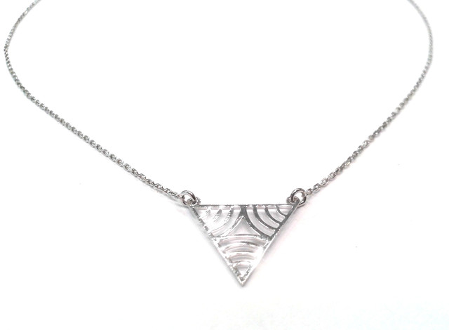 Серебряное колье Треугольник