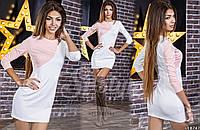 Белое женское платье с розовой вставкой