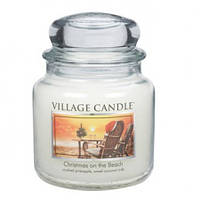 """Ароматическая свеча """"Рождество на пляже"""" в стекле Village Candle. 455 гр/ 105 часов"""