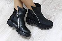Зимние кожаные ботинки на тракторной подошве с замками по бокам