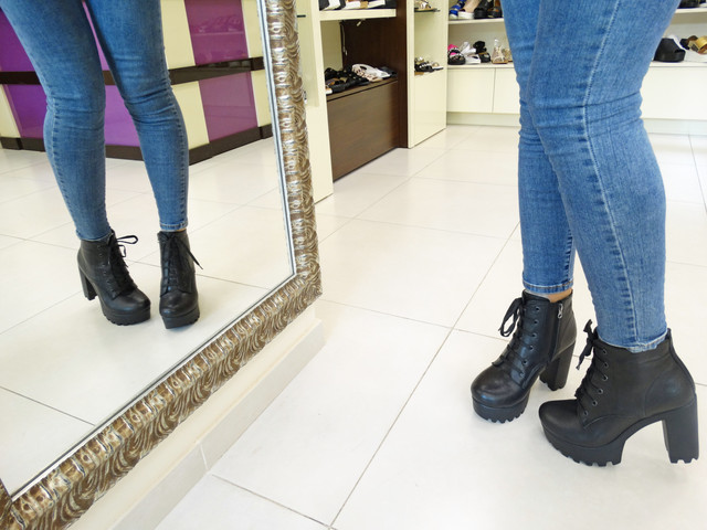 Женские зимние кожаные ботинки на платформе со шнуровкой и молнией. Больше  Вы можете найти здесь  http   grani-od.prom.ua 9354569fd8a
