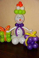 Новогодний снеговик с подарками