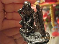 Фигурка фигура статуэтка сувенир подарок рыцарь войн с арбалетом в доспехах сплав олова