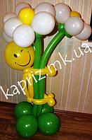 Человечек  из шаров с букетом из 3 больших ромашек